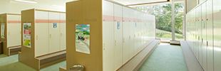 Hanazono Golf Course - Locker Room